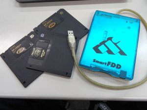 フロッピーディスクとUSB接続ドライブ