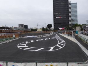 中野駅前 仮設バス停