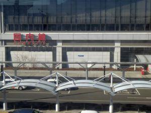 空港の壁面